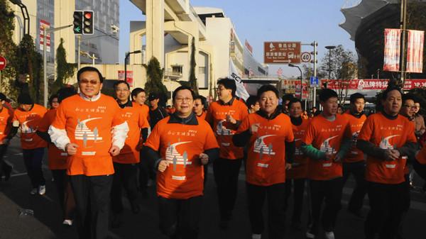 沪8万市民长跑迎新 市民愿望健康第一
