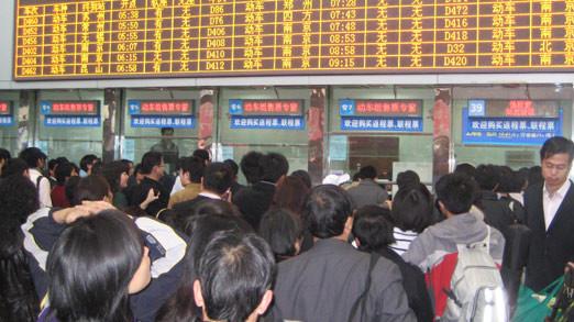 拾遗补缺 火车站开出长途汽车售票窗