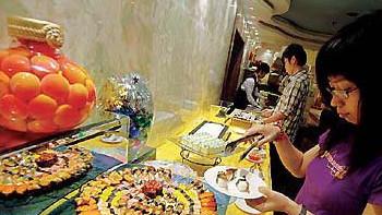 沪5星酒店推百元以下套餐 还免费接送