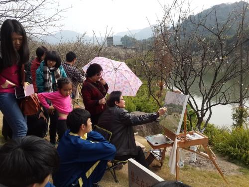 广东艺术家齐聚萝岗与美术生并肩写生