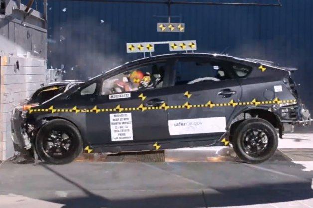 新款丰田普锐斯在美碰撞测试降至四星高清图片