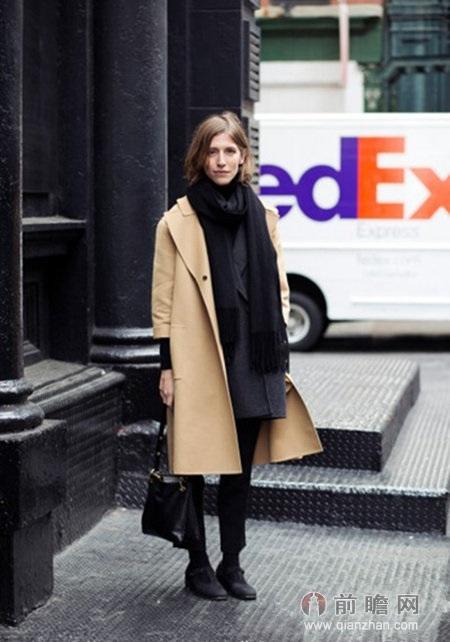 裤+黑色绅士鞋    原标题:搭配:驼色大衣+毛衣 经典百搭欧美范编辑:张