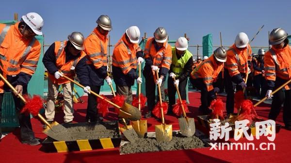 上海迪士尼度假区主题酒店结构封顶 目标明年底开园