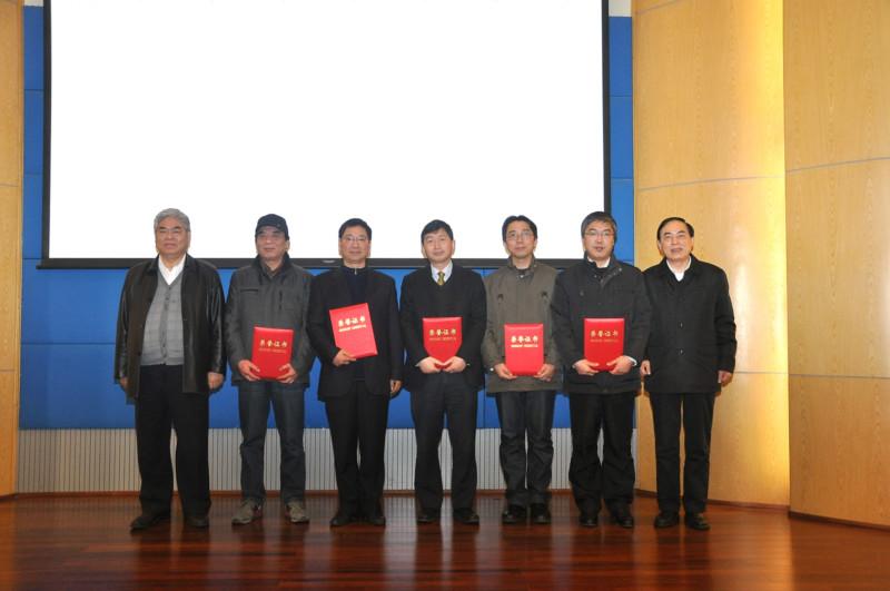 学院院长施毅,千人计划教授代表肖敏,南京大学特聘教授代表华子春和