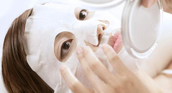 长时间贴面膜等于养菌?专家:自制有风险