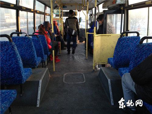 哈市35路公交车冻人寒心高清图片