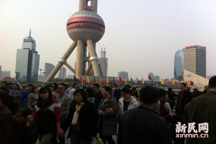 马年春节  陆家嘴东方明珠人气火爆