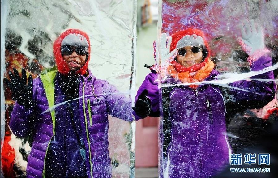 各地群众以多种形式欢度马年春节