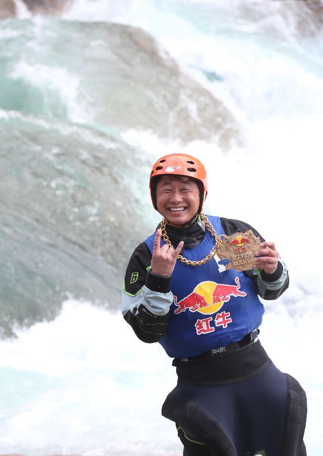 (体育)(3)皮划艇--红牛花式皮划艇冲浪赛:李小青秋千玩好处小孩图片