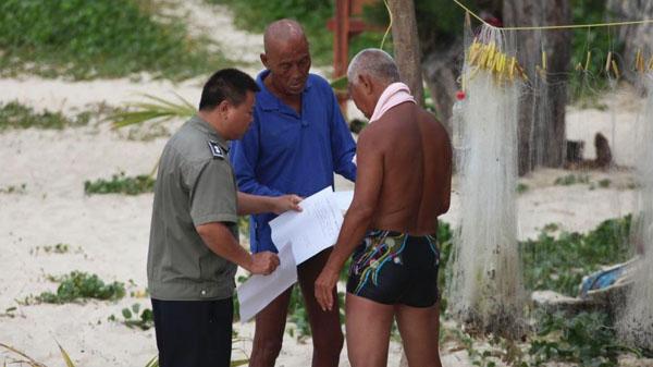 海南书记斥三亚海滩裸泳者:有伤风化