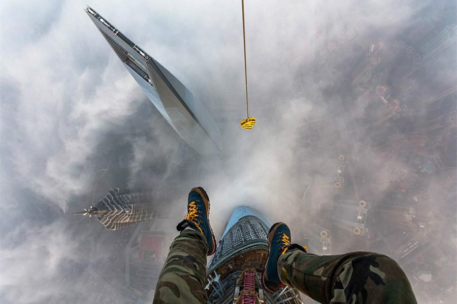 """俄攀高狂人""""入侵""""上海中心 攀高650米"""