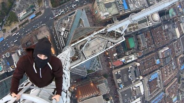 俄攀高狂人签到沪多栋高楼 物业不知情