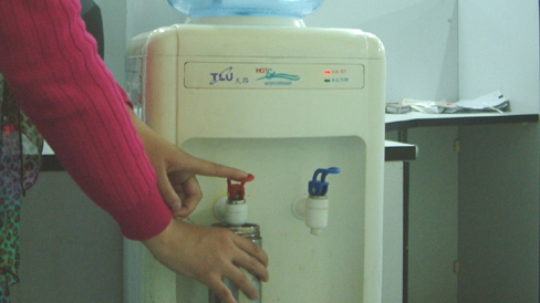 广西两名女生饮水中毒 室友涉案被逮捕