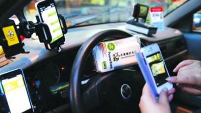 申城的哥玩透打车软件 一年累计赚四万
