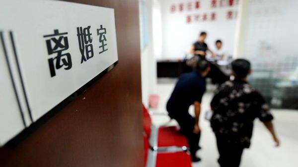 沪去年离婚率增37% 或受购房政策影响