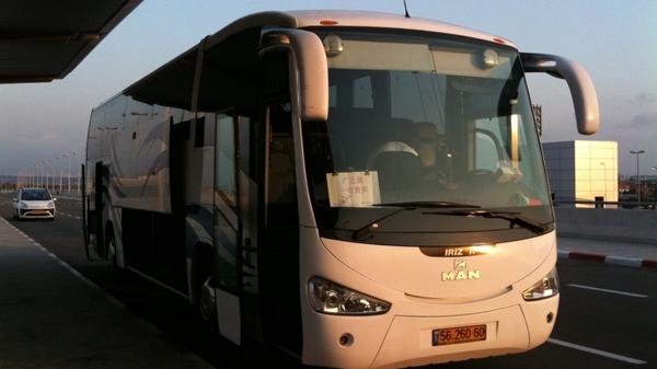 南非一华人旅游大巴遭歹徒投石块袭击