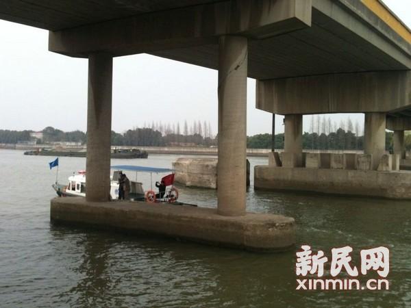 松江斜塘大桥出现倾斜 双向道路已封闭