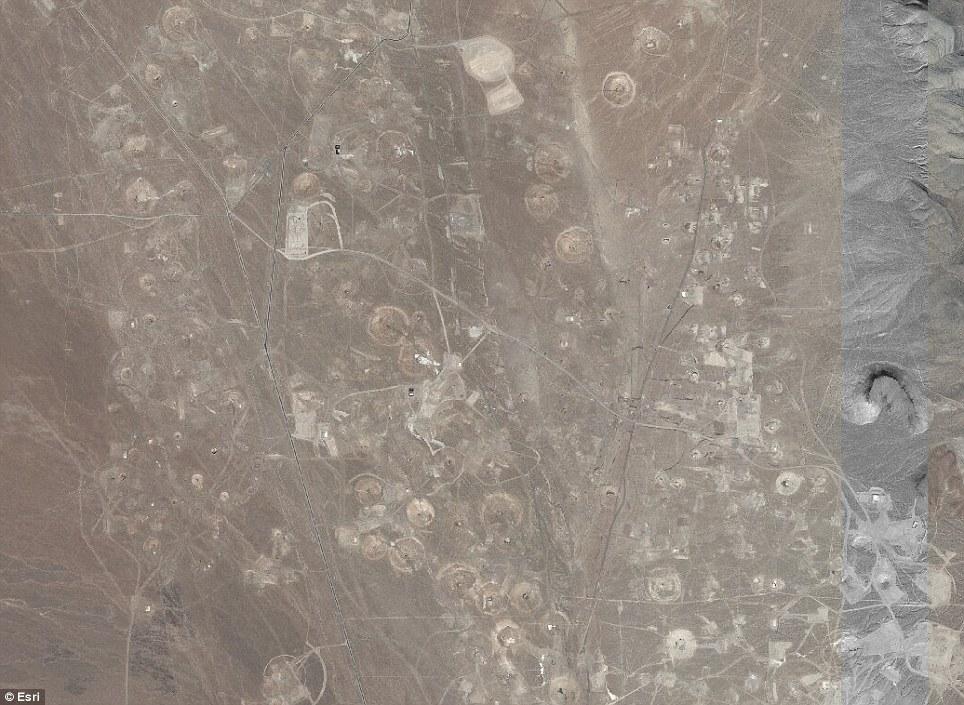 美国核试验沙漠 千疮百孔 似月球表面