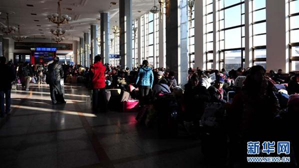 北京四大火车站售票厅将安检 严禁带刀