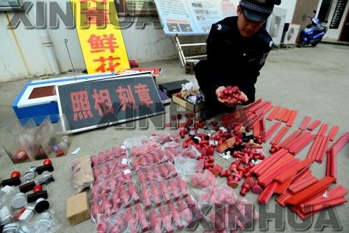 当日,广西南宁市公安局南湖分局在辖区内集中开展清理整顿非法刻章