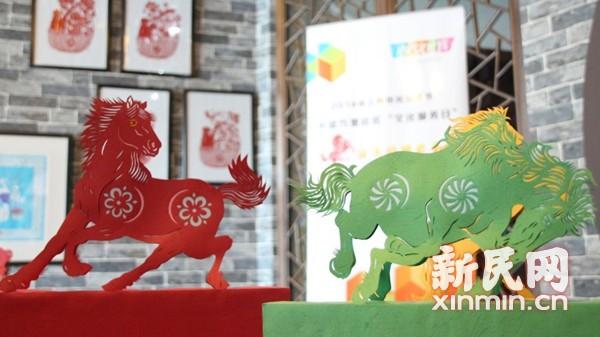 国家级剪纸大师亮相市民文化节 现场传技