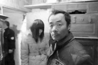 河南女被骗来沪 本报记者助父智救女儿