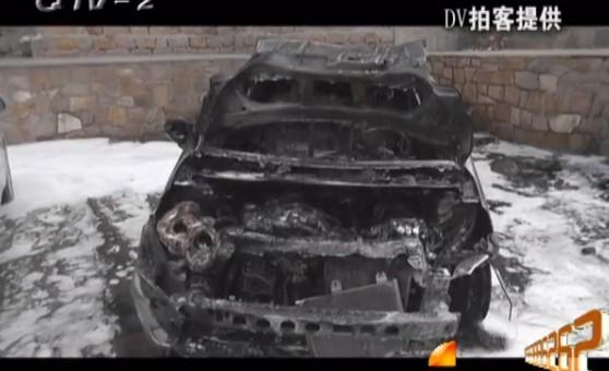 轿车也跟着过了火,烧得只剩下了空架子,挨着的丰田车车尾也快高清图片