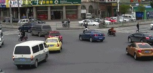 松江|无证驾车怕被查 男子冲撞交警逃逸