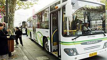 申城多条公交线路近期合并 916路撤销