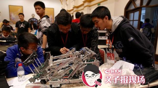 青少年机器人竞赛开赛:机器人来投篮