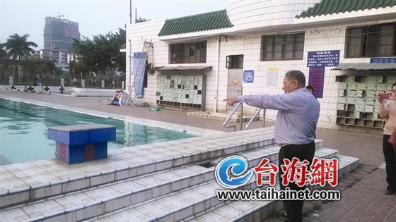 漳浦县西湖公园内的少年宫游泳馆,漳州科技学院大一新生小杨,高清图片