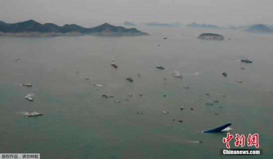 韩沉船遇难者升至58人包括一救援士兵
