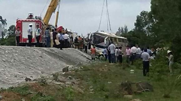 海南小学春游车事故8死32伤司机被批捕
