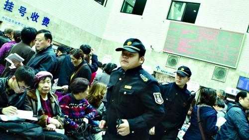 上海三级医院将全部配备特保队员