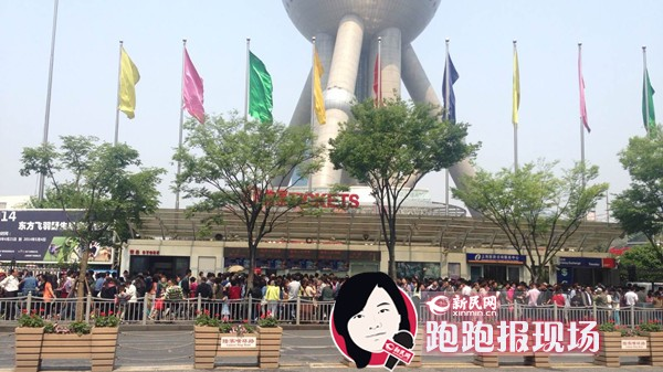 上海五一首日:景点爆棚 地铁堪比早高峰