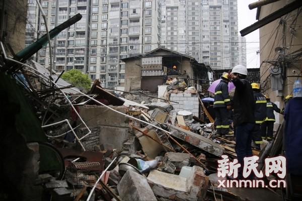 虹口民宅坍塌续:2名伤者出院 8户居民被安置