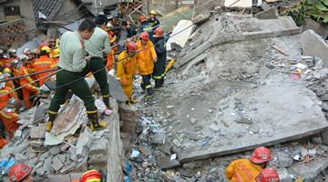 液化气爆炸致虹口一3层居民楼坍塌 2死4伤