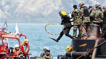 """一潜水员身亡 """"岁月""""号或因超载沉船"""