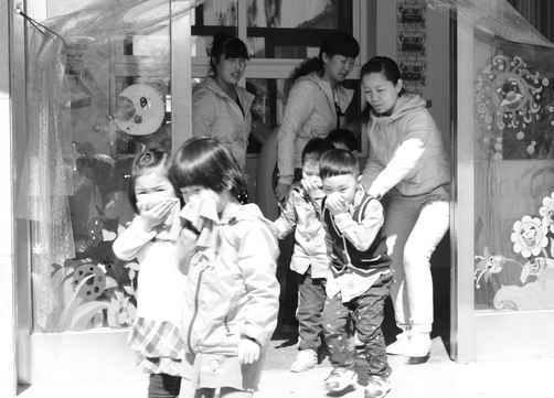 朝阳市双塔区教育幼儿园进行消防应急疏散演练