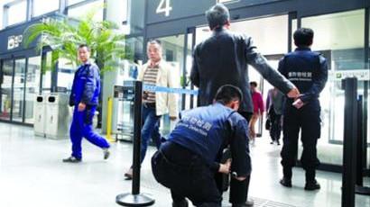沪机场特别安检首日:乘客被抽检时间不超20秒
