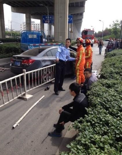 闵行放鹤路车祸致2死2伤 司机已被拘留