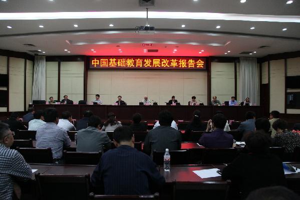 顾明远到上海经济开发区作学术报告_中学_新新闻模范邢台西南初中图片