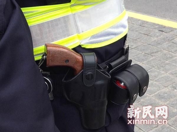 揭秘沪警方首支特种机动队 配手枪及可4G传输头盔