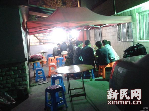 浦东泾东小区夜排档吵闹扰民 城管已立案