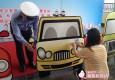 """司机右转""""三字经""""让孩子安全过马路"""