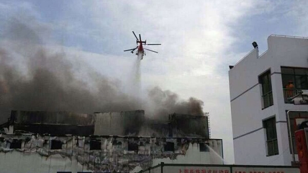 闵行一公司厂房起火 消防直升机首次参与救援