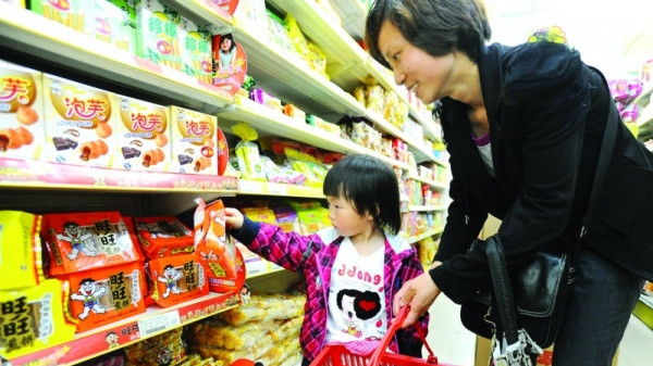 沪儿童日均消费零食约10元 家长对食品缺乏判断