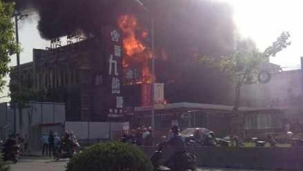 普陀祁连山路一酒店着火 过火面积200平