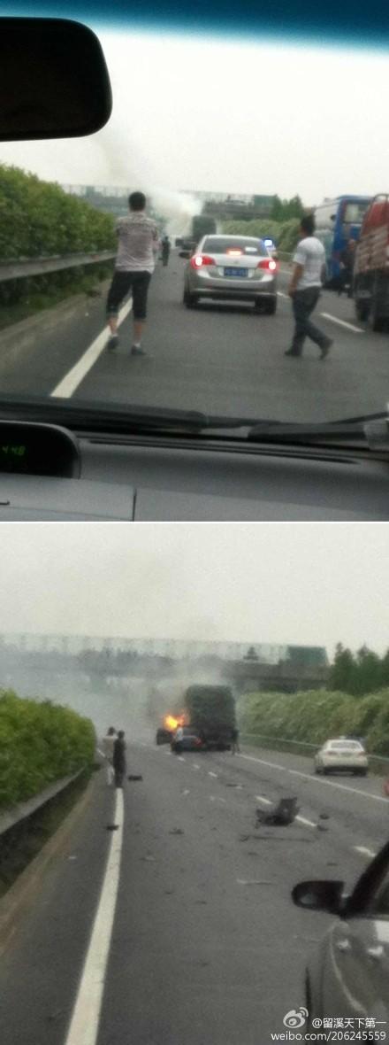S19轿车追尾货车起火燃烧 驾驶员轻伤