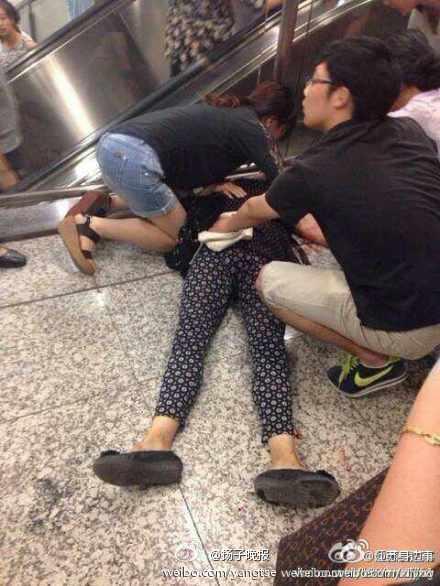 索钱遭拒 南京男子地铁站内捅死继母